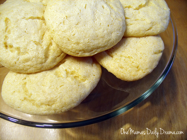 Dreamsicle cookies | One Mama's Daily Drama --- These yummy orange cookies have just two ingredients and taste like your favorite frozen treat!