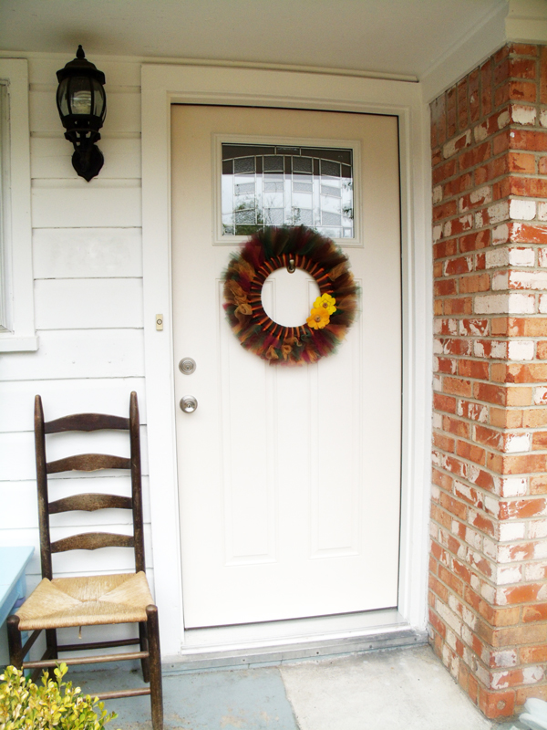 finished tulle wreath hanging on the front door