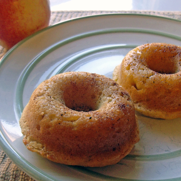 Apple cinnamon baked doughnuts