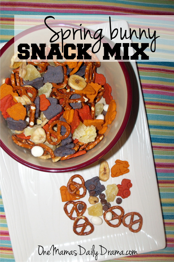 Spring bunny snack mix | One Mama's Daily Drama --- This sweet trail mix blend includes dried fruit, pretzels, and Annie's cookies.