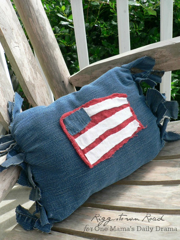 No-sew patriotic pillow | Riggstown Road for One Mama's Daily Drama