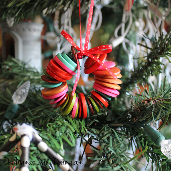 20 Handmade Christmas ornaments | One Mama's Daily Drama --- Lots of great ideas for ornaments to make with the kids! Most use everyday craft supplies.