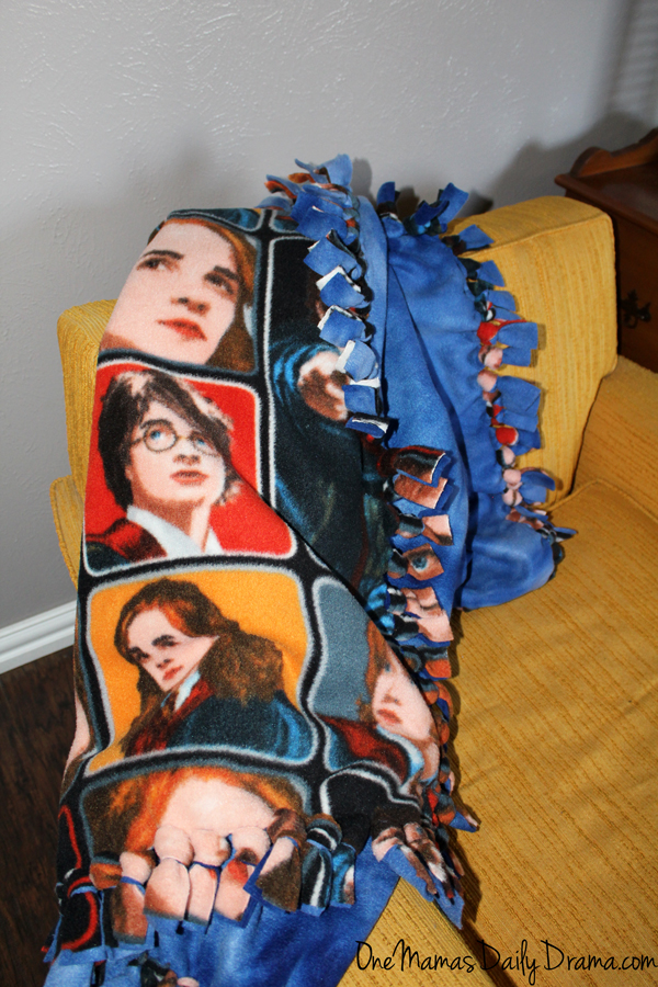 No-sew Harry Potter fleece blanket | from One Mama's Daily Drama