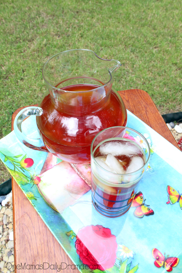 Easy & fabulous peach tea for summer socials | summer drink recipe from OneMamasDailyDrama.com