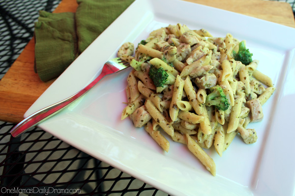 One pan creamy pesto chicken pasta | Fantastic weeknight family meal recipe #ad #OnePanPronto