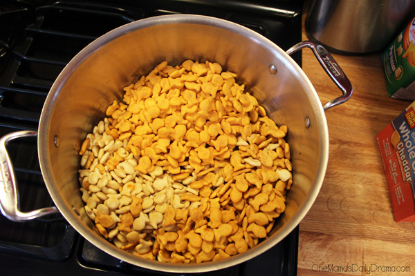 Cheesy taco Goldfish snack mix step 3
