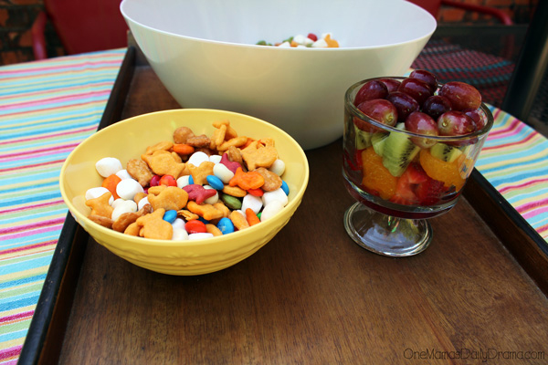 Unicorn food rainbow snack mix | A deliciously colorful snack for kids from One Mama's Daily Drama. Serve with a rainbow fruit salad!