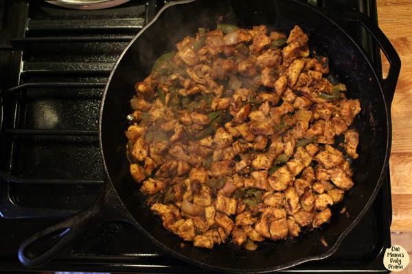 Chicken fajita macaroni and cheese: cooking in cast iron