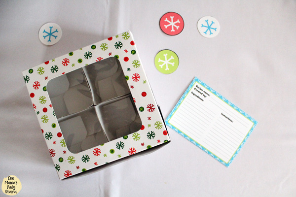a white paperboard box with a clear lid to hold cookies