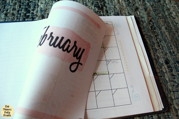 Planner tip: use dividers to separate months so you can easily flip back or ahead.