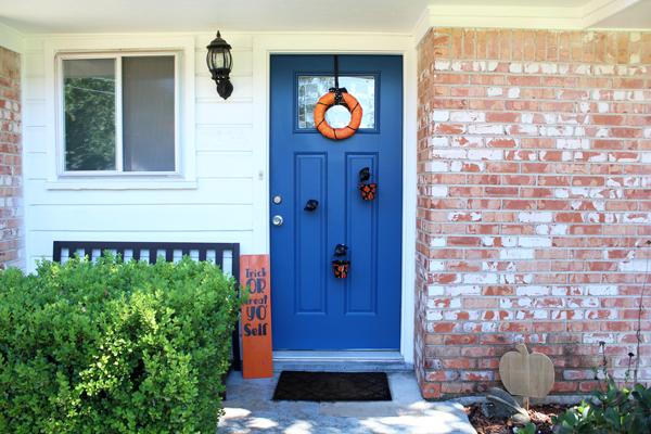 Halloween front porch decor: classic black and orange